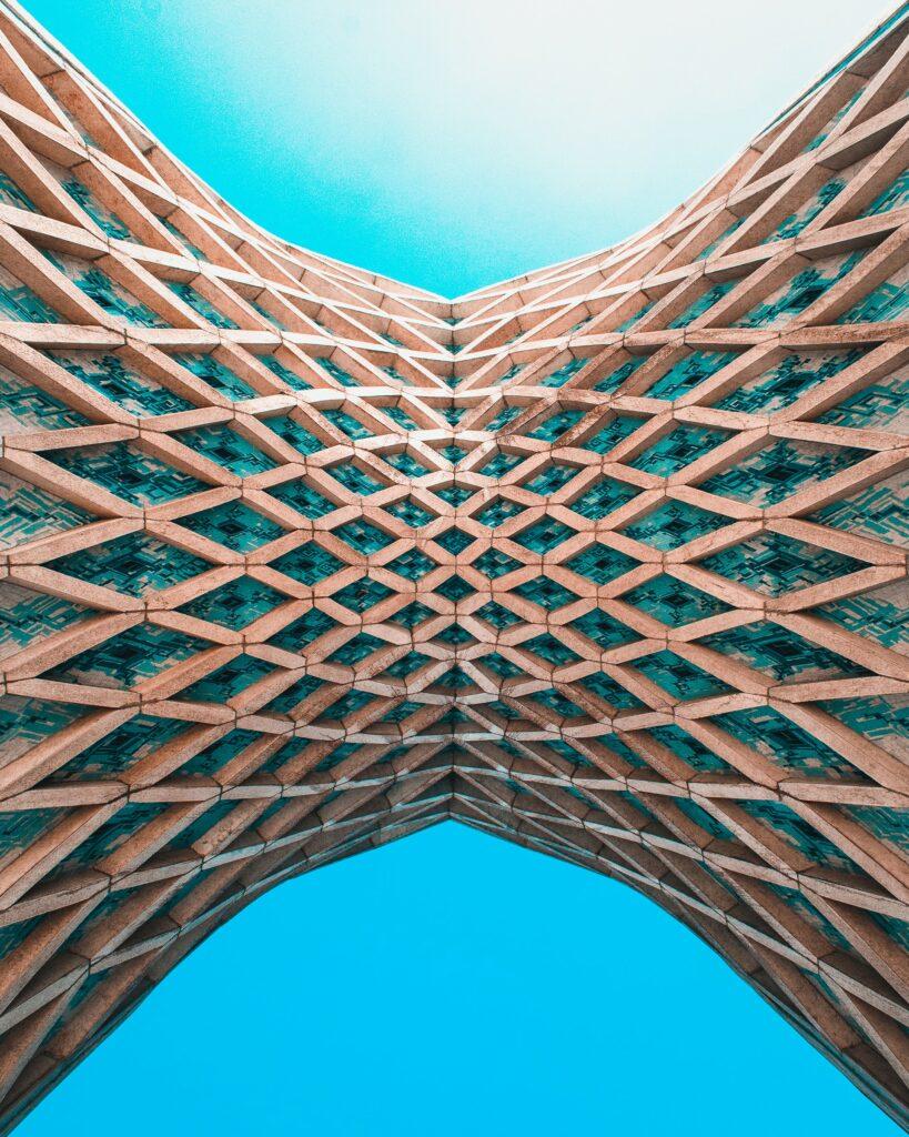 Building and Blue Sky © Sam Moqadam on Unsplash